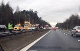 Trasa DK1 w Kobiórze zablokowana. TIR wpadł do rowu. Jezdnia w kierunku Katowic częściowo zamknięta