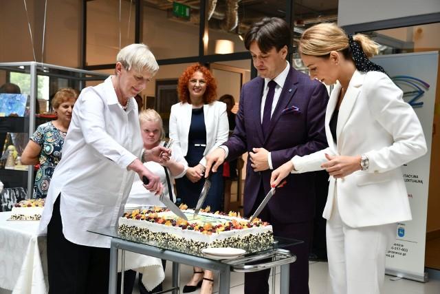 Jak na urodziny przystało, nie mogło zabraknąć okolicznościowego tortu.