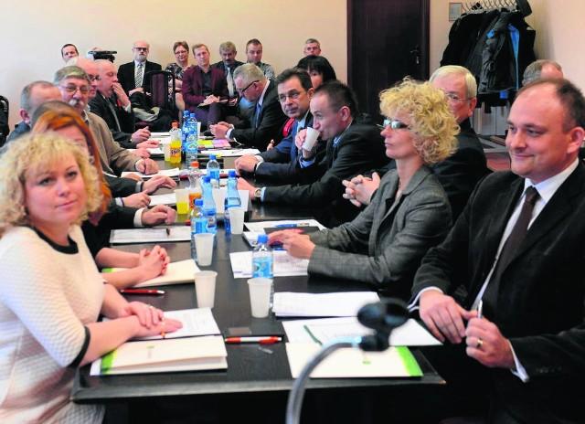 Inauguracyjna sesja 15-osobowej rady dzielnicy Nowe Miasto odbyła się 20 marca 2015 roku. Teraz mieszkańcy wybiorą aż 21 radnych. Kto zdobędzie mandat, przekonamy się niebawem