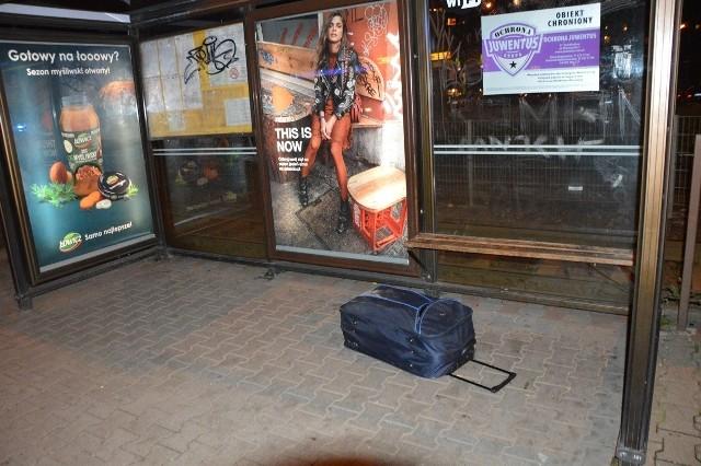 Właścicielem podejrzanej torby pozostawionej na przystanku przy Broniewskiego okazał się bezdomny