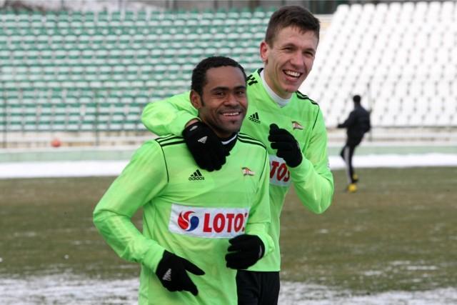 Rafał Janicki (z prawej) ustalił wynik sparingu w 59 minucie