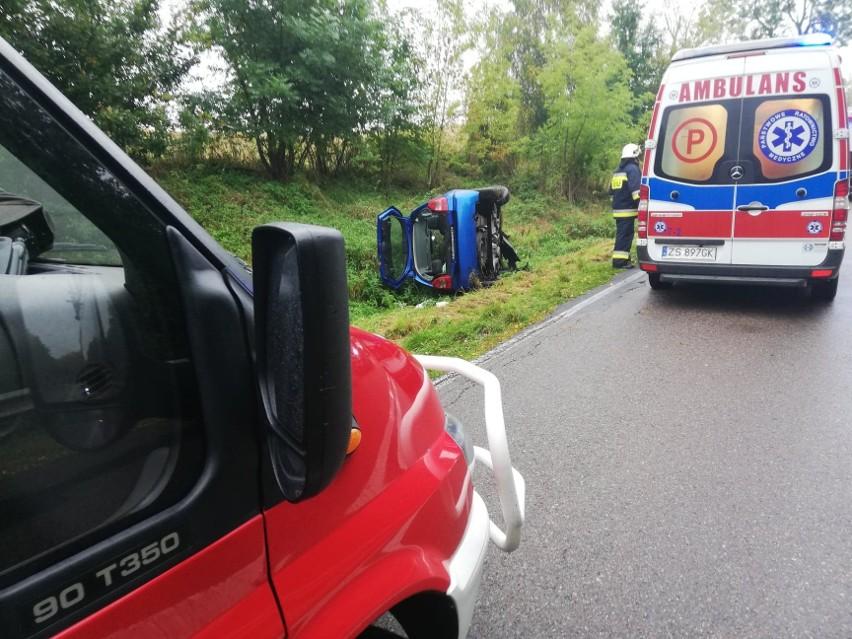 Samochód wpadł do rowu