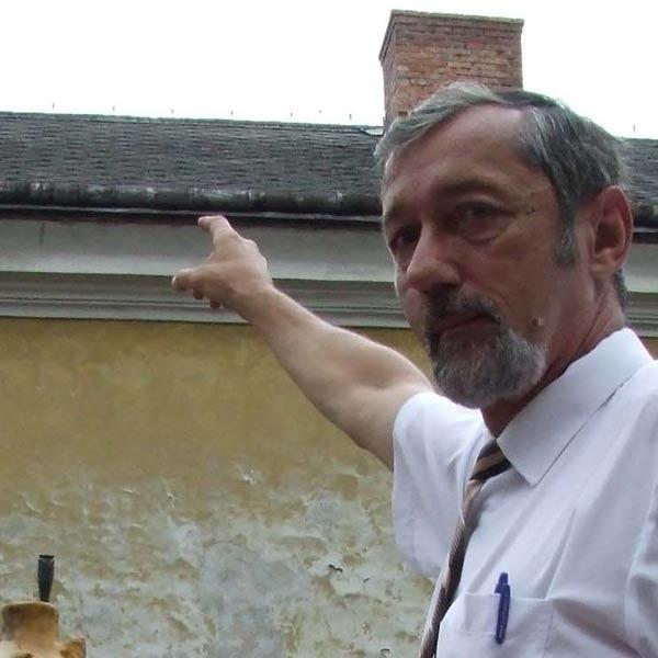 - Operator zobowiązał się do remontu części dachu na budynku PTTK. Nas samych na to nie stać - mówi Janusz Mędrala.