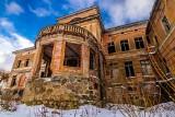 Kiedyś piękny pałac, dziś budynek jak z horroru. Zapraszamy do Zdrzewna