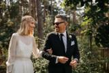 """Krzysztof Ibisz znów promienieje! Wziął ślub z uczestniczką """"Top Model"""". Kim jest Joanna Kudzbalska? Tak wyglądało ich wesele [26.10.21]"""