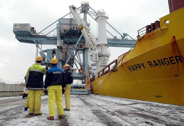Suwnica służąca do rozładunku statków z sypkich ładunków zostanie przewieziona do australijskiego portu Fremantle.