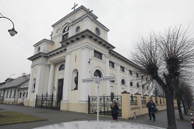 W kościele św. Stanisława Kostki w Aleksandrowie Łódzkim miała się odbyć wczoraj licytacja wyposażenia. Ale pracownicy kancelarii komorniczej zastali drzwi zamknięte na klucz