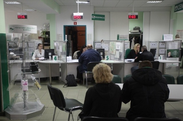 Nowe przepisy dotyczące urzędów pracy mają służyć ograniczeniu bezrobocia.