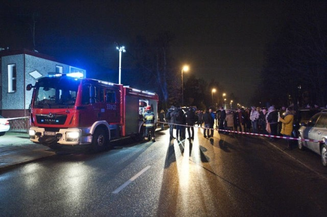 """Do tragicznego pożaru w escape roomie """"To Nie Pokój"""" przy ul. Piłsudskiego 88 w Koszalinie doszło 4 stycznia 2019 r. po godz. 17. Zginęło w nim pięć 15-letnich dziewcząt."""