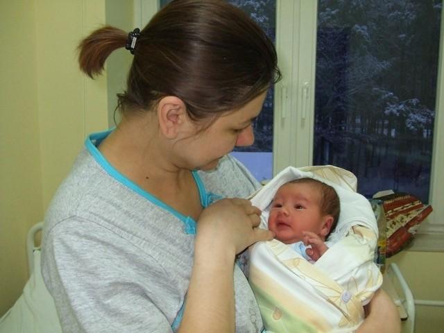Filip Urbaniak Filip Urbaniak urodzil sie w niedziele, 27 grudnia. Wazyl 3680 g i mierzyl 56 cm. Jest pierwszym dzieckiem Anny i Mariusza z Ostrowi.