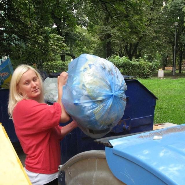 Białostoczanka Katarzyna Chlabicz nie jest zadowolona z podwyżki. Miasto powinno bardziej o nas dbać - mówi.