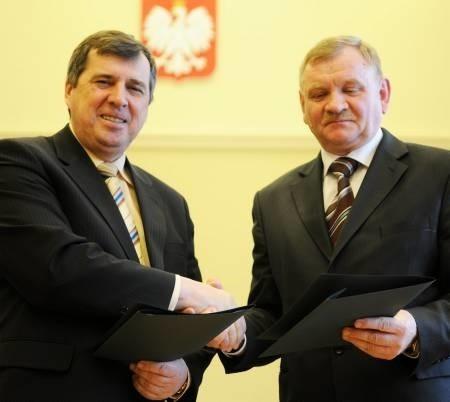 Rektor UZ prof. Czesław Osękowski i dyrektor RDOŚ Jan Rydzanicz wierzą, że współpraca szybko przyniesie wymierne korzyści obu placówkom (fot. Mariusz Kapała)