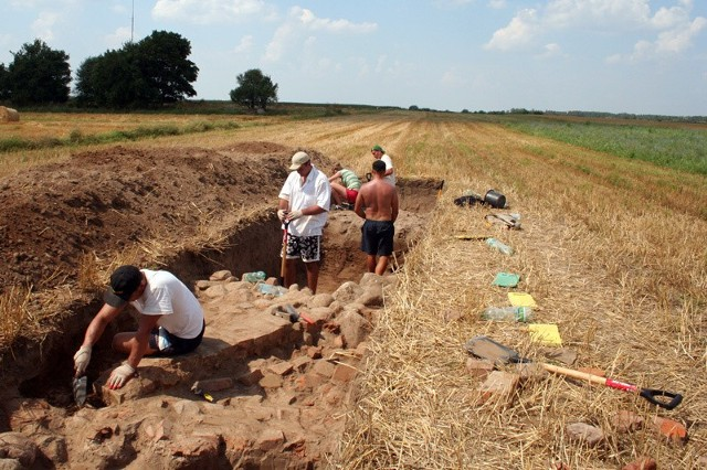 Dubno. Badania geomagnetyczne potwierdziły, że znajdowały się tutaj fragmenty zabudowy rezydencjonalnej.