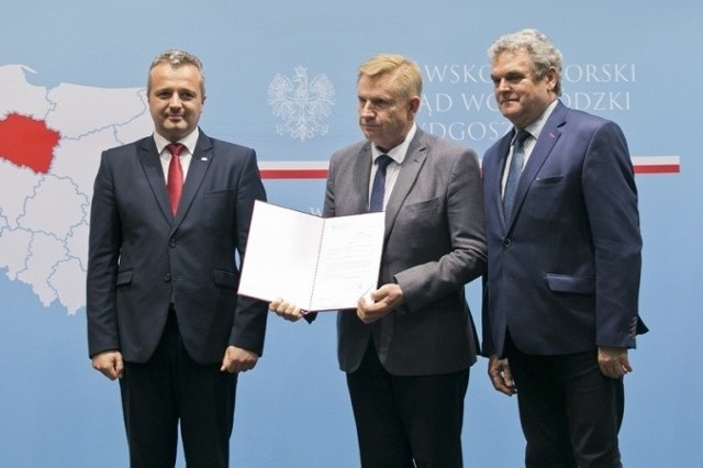Promesę od wojewody Mikołaja Bogdanowicza odebrali starosta tucholski, Michał Mróz i wicestarosta, Zenon Poturalski