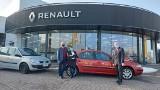 Opolski Vip Car przekazał dwa samochody Renault do szkół, w których zawodu uczą się przyszli mechanicy
