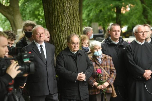 Ojciec Marian Sojka, jeden z najbliższych współpracowników ojca Tadeusz Rydzyka spoczął na cmentarzu przy ulicy Wybickiego. Zmarł po długiej i ciężkiej chorobie w wieku 61 lat.