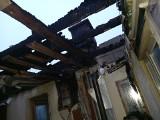 Potrzebna pomoc dla pogorzelca z Bydgoszczy. W sylwestrową noc petarda spadła na dach jego domu