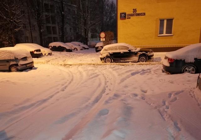 Tak wyglądał dzisiaj jeden z parkingów przy ul. Lenartowicza w Rrzeszowie.