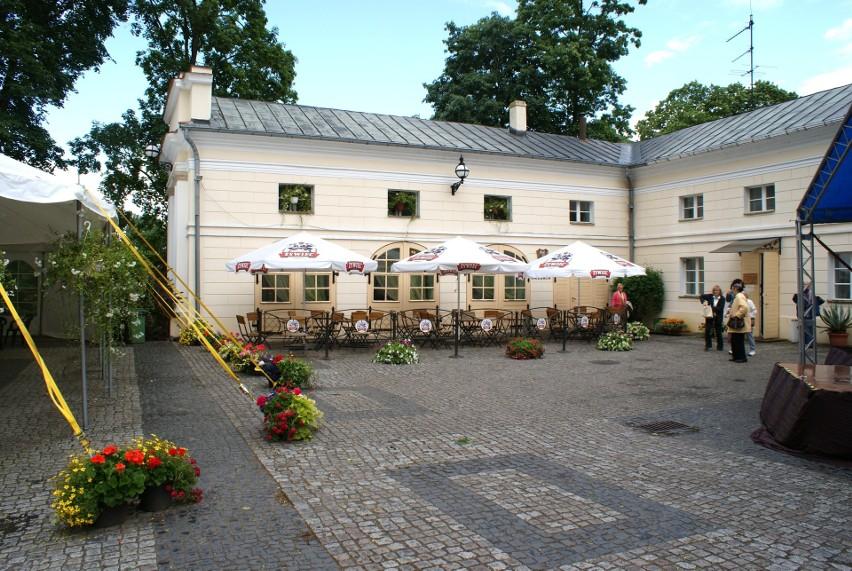 Restauracja na terenie zespołu pałacowego w Lubostroniu....