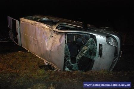 Wypadek w Biedrzychowcach (pod Lubaniem) 29/30.11.2013. Zginęła 28-latka. Kierowca był pijany i jechał bez prawa jazdy, bo wcześniej zabrano mu uprawnienia za... jazdę pod wpływem alkoholu!