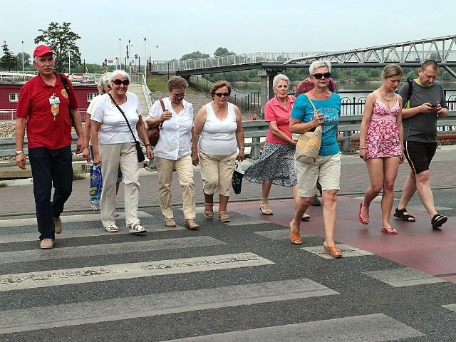 Niedzielny spacer z przewodnikiem po GrudziądzuPrzewodnik PTTK Wiesław Podsiadły poprowadził grupę grudziądzan