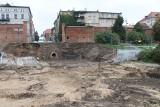 Co się dzieje na toruńskim bulwarze? Co wykopali budowlańcy i gdzie jest archeolog? [zdjęcia]
