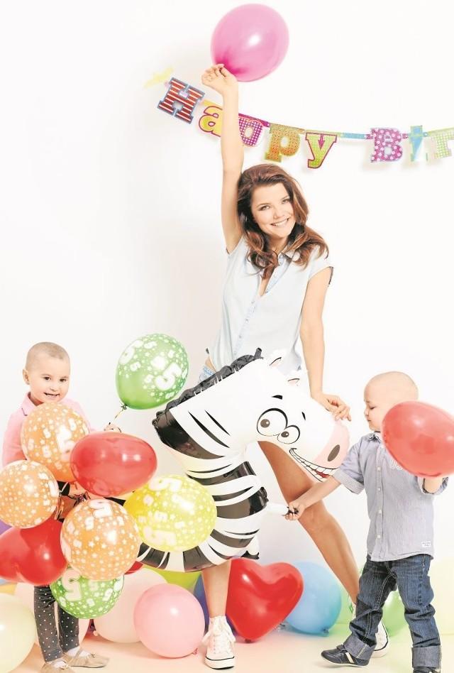W sesji urodzinowej wzięły udział dzieci z białostockiej onkologii - Szymek i Nikola oraz znani muzycy i aktorzy - m.in. Joanna Jabłczyńska