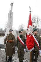 """Uroczystość z okazji 79. rocznicy utworzenia Armii """"Łódź"""" pod pomnikiem upamiętniającym jej żołnierzy"""
