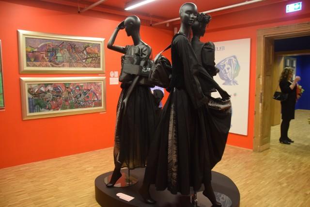"""""""Dziewczyny i księżniczki"""" - wystawa w Muzeum Miejskim w Tychach..Zobacz kolejne zdjęcia. Przesuwaj zdjęcia w prawo - naciśnij strzałkę lub przycisk NASTĘPNE"""