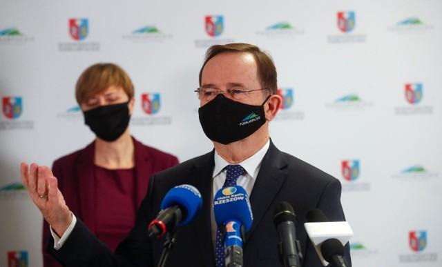 Treść raportu o sytuacji kadrowej w Klinicznym Szpitalu Wojewódzkim nr 1 e Rzeszowie omówił marszałek Władysław Ortyl.