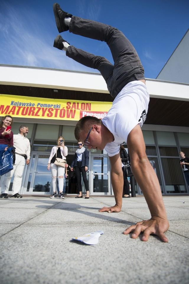 Kujawsko-Pomorski Salon MaturzystówCoroczny salon maturzystów odbył się na auli UMK. Tegoroczni Maturzyści mieli okazje zapoznać się, z ofertą wielu szkół wyższych.