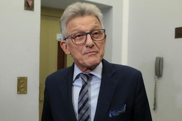 - Przeszłość mam piękną - stwierdził Piotrowicz, kiedy po przegranych wyborach zapytano go, czy właśnie jego przeszłość zaważyła na decyzji wyborców. - Żeby niektórzy mogli działać w opozycji i uniknąć odpowiedzialności karnej, potrzebni byli tacy ludzie jak ja.