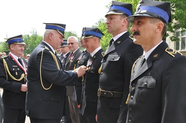 Z okazji Dnia Strażaka bielscy druhowie otrzymali medale i odznaczenia