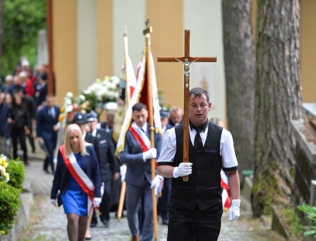 We wtorek 2 czerwca na Cmentarzu Głównym w Przemyślu pochowano Janusza Szabagę. Był wójtem gminy Żurawica w latach 1993-1998 oraz 2008-2014. Miał 71 lat.