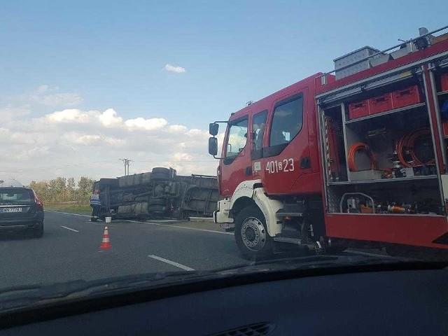 Na DK 78 wywróciła cię ciężarówka z naczepą