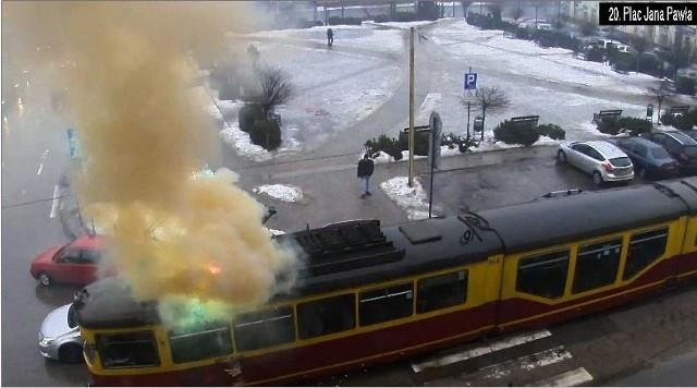 Ogień pojawił się na dachu tramwaju linii 46
