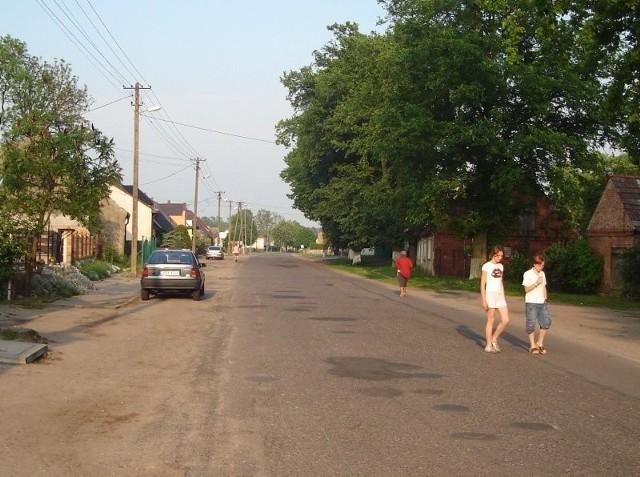 W tym roku oświetlenie będzie rozbudowane i zmodernizowane tylko w Marianowie. W pozostałych miejscowościach tej gminy jaśniej będzie wtedy, gdy będzie porozumienie z energetyką.