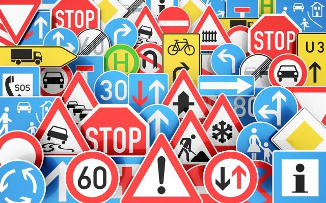 Rzadko widywane znaki drogowe mogą wprowadzić w konsternację nawet najbardziej doświadczonego kierowcę. Lepiej od czasu do czasu przypomnieć sobie ich znaczenie. Sprawdź, czy na pewno wiesz, jak na nie reagować! --->