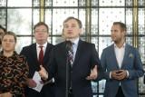 Nie ma rozłamu w Zjednoczonej Prawicy. Partia Ziobry pozostaje w koalicji - ogłosił Zbigniew Ziobro