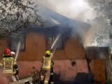 Kolejny pożar drewnianego domu pod Lublinem. Po starciu z ogniem niewiele zostało. Zdjęcia