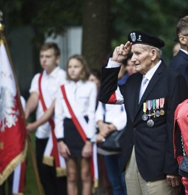 1 sierpnia 1944 roku w powstaniu warszawskim brał udział 17-letni wówczas Aleksander Kaczorowski ps. Kaczorek. Dziś jest Honorowym Obywatelem Sianowa.