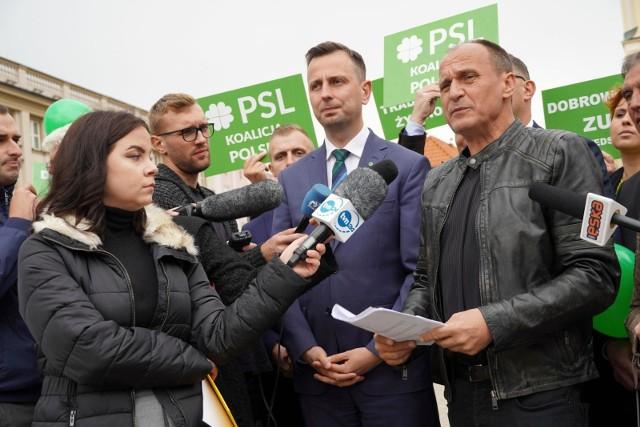Władysław Kosinak -Kamysz i Paweł Kukiz wraz za kandydatami do parlamentu na Rynku Kościuszki