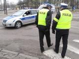 Policjanci przyjęli... puszki z pasztetem w ramach łapówki