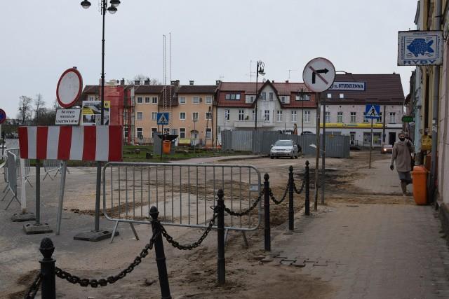 Radny Artur Juhnke zaproponował, by na rynku w Sępólnie zakopać kapsułę czasu