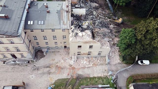 Ruszyła rozbiórka spalonej szkoły katolickiej przy oblatach w Lublińcu