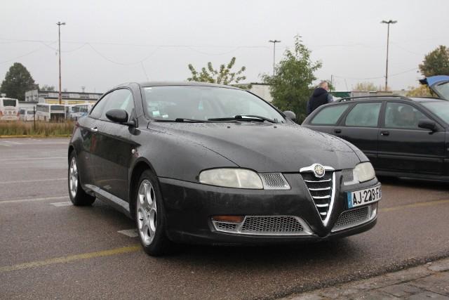 Alfa Romeo GT, 2005 r., 1,9 16V JTDS, centralny zamek, elektryczne szyby, klimatronic, ABS, ESP, skórzana tapicerka, 6-biegowa skrzynia biegów, immobiliser, 8 tys. 350 zł;