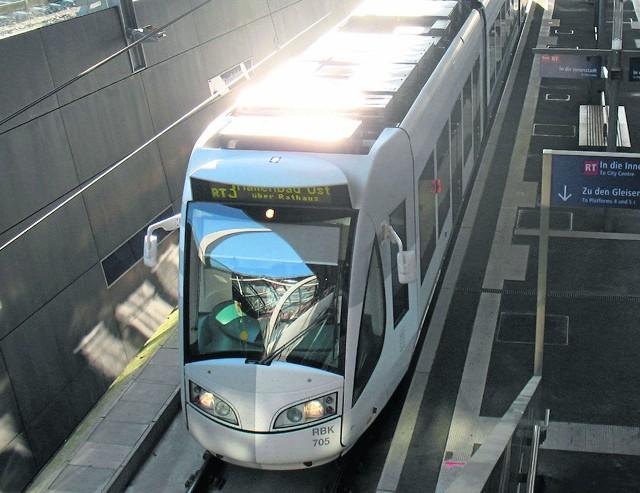 Tramwaj dwusystemowy jest dobrze znany np. mieszkańcom niemieckiego Kassel. Łączy centrum metropolii z miejscowościami położonymi w pobliżu