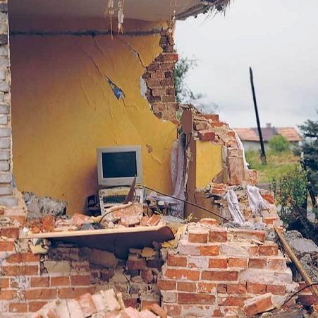 W gminie Ujazd trąba powietrzna zniszczyła 142 domy, w tym 21 doszczętnie