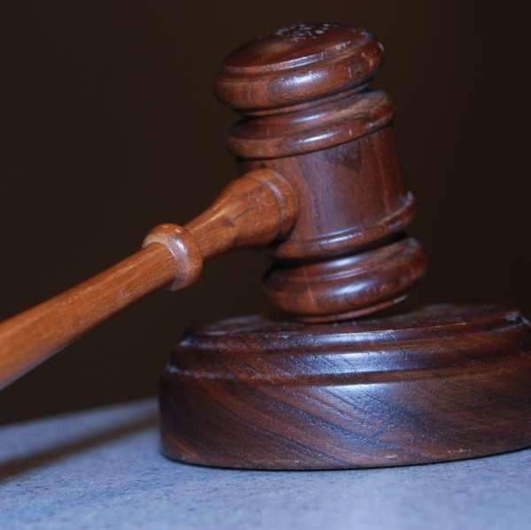 Obecnie w Polsce wg. danych Ministerstwa Sprawiedliwości jest 7054 czynnych zawodowo adwokatów. Za sześć lat ma ich być niemal dwa razy więcej.