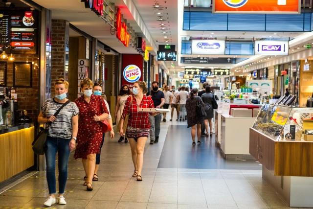 O tym, że tęskniliśmy za wizytami w centrum handlowym świadczy to, że aż 56 proc. z nas od ich pełnego otwarcia co najmniej raz się tam wybrało.
